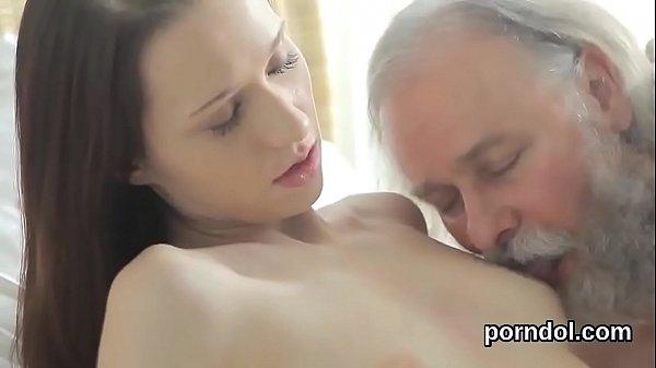 Порно анальная боль со слезами и соплями