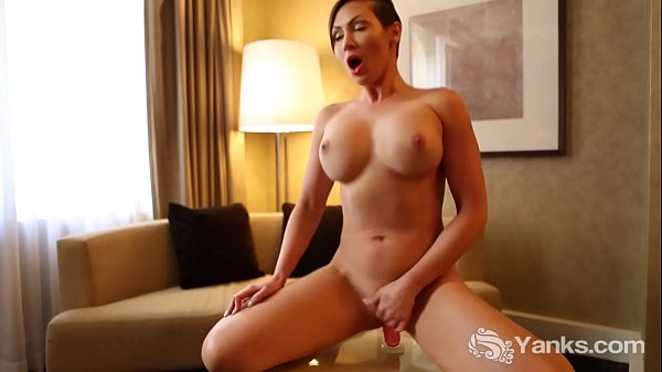 Sexy Yanks Babe Yasmin Masturbating