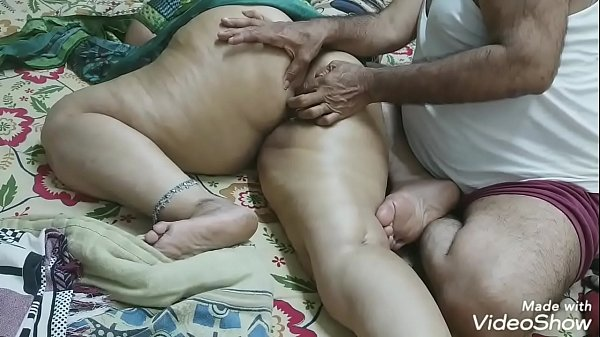 (BIG ROUND BUTT MASSAGE) INDIAN DAUGHTER-IN-LAW MADE A MASSAGE WITH HER FATHER-IN-LAW WITH OIL ON HER BIG ROUND ASS AND SATISFIED THE MULTI OF FINGER RAMMED IN the ass Thumb
