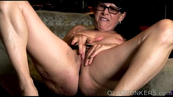 Sexy old spunker thinks of you as she fucks her juicy pussy Thumb