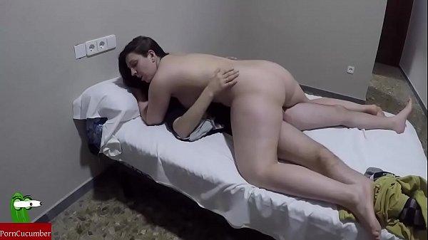 foto-kitayanok-v-zhopu-miniatyurnaya-baba-pogloshaet-spermu