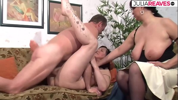 Sex therapist shows couple how great sex is Thumb