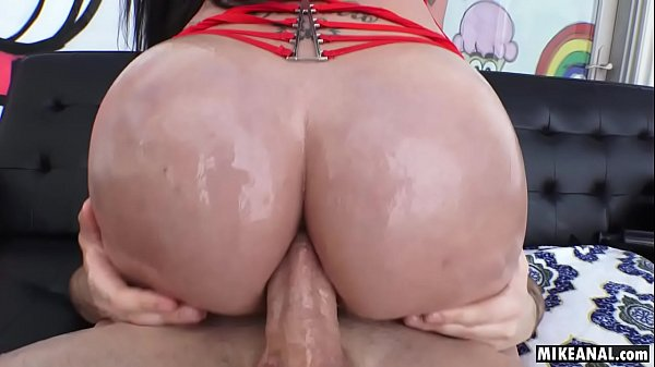 Italian-Jamaican Raven Bay Loves a dick in her mouth but even more in her ass