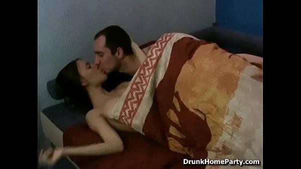 Долго трахает ненасытную Long Fucks insatiable whore
