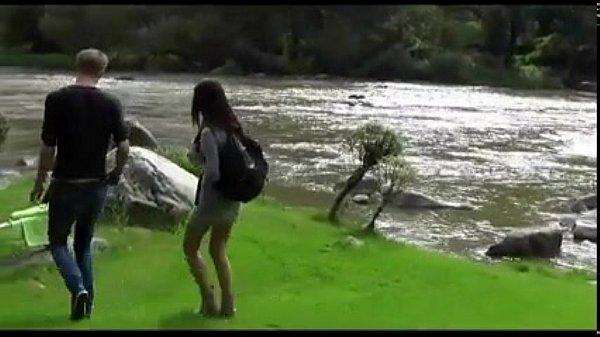 Симпатичная сисястая азиатка порно