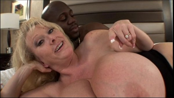 Mature milf with huge melons bangs in Mom Big T...