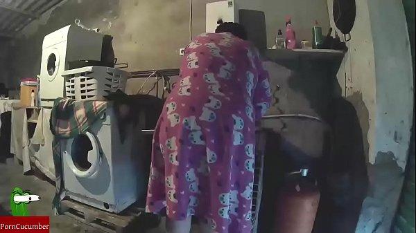 Видео фистинг ануса огромными предметами