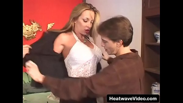 Stunning mature slut in garter and stockings fucked hard by 20-year old boy Thumb