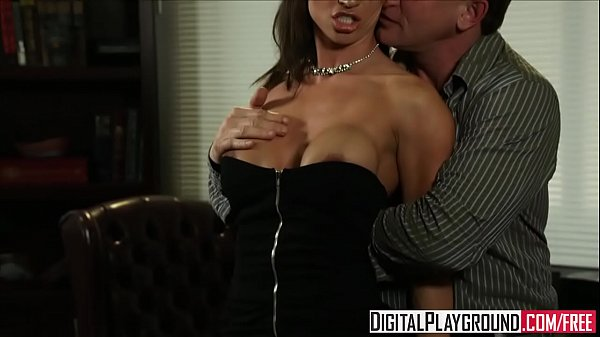 Dirty assistant (Franceska Jaimes) fucks her boss on his desk - Digital Playground Thumb
