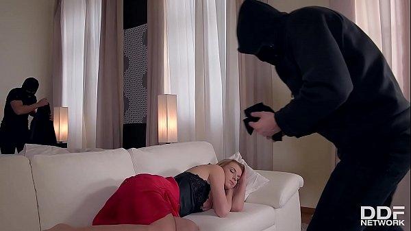 Pornstar Victoria Daniels lets 3 robbers in her Back Door. Thumb