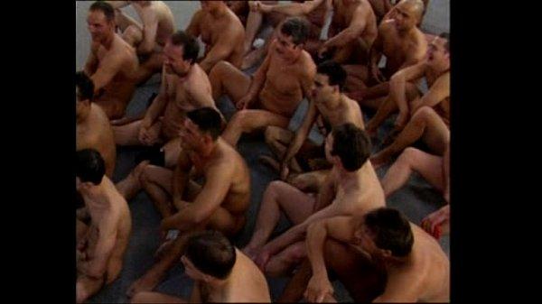 Порно тёлочка принимает в анал сперму