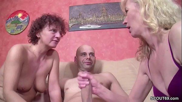 Deutscher Typ mit MEGA Pimmel fickt StiefMutter und Freundin
