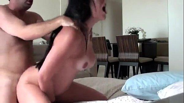 Mulher gemendo ao montar na pica xx