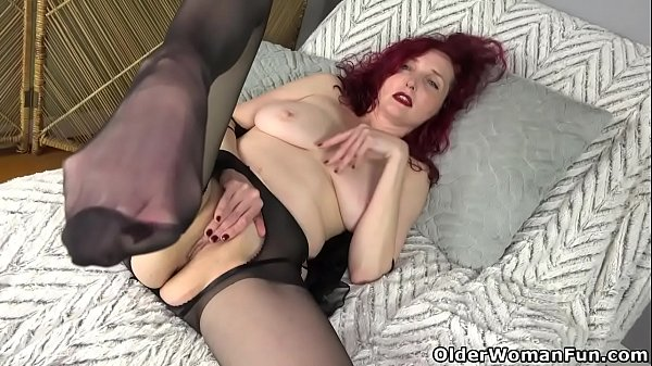 American milf Zinnia Blue gets turned on in nylon Thumb