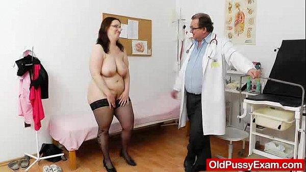 Голые девушки на медосмотре у гинеколога