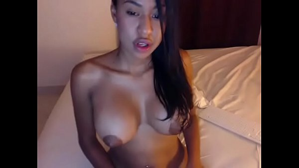 Young ebony girl toying pussy for fun on cam live