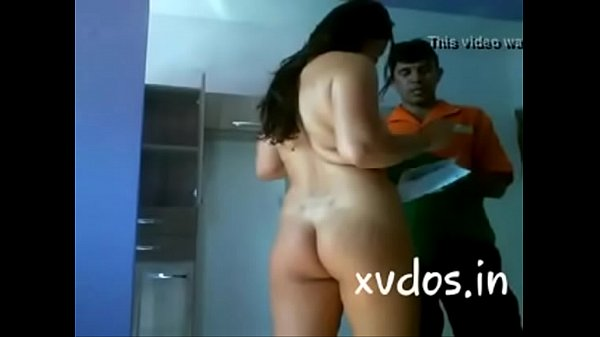 bhabhi seducing delivery boy Thumb