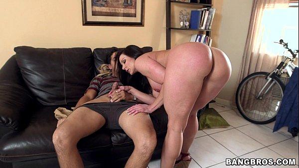 סרטי סקס Big Booty MILF Kendra Lust on Her Kness For Some Dick