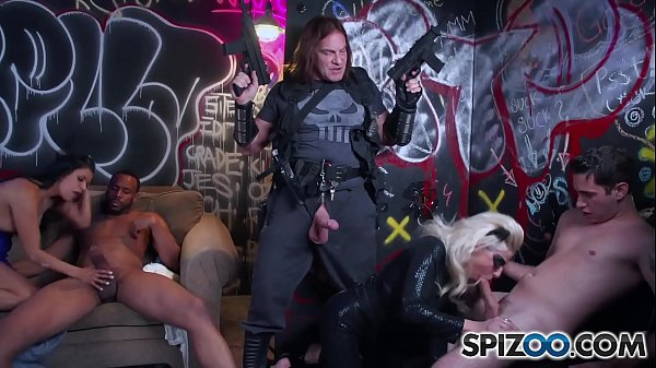 Spizoo - Gabby Quinteros and Vyxen Steel get fucked, double penetration Thumb