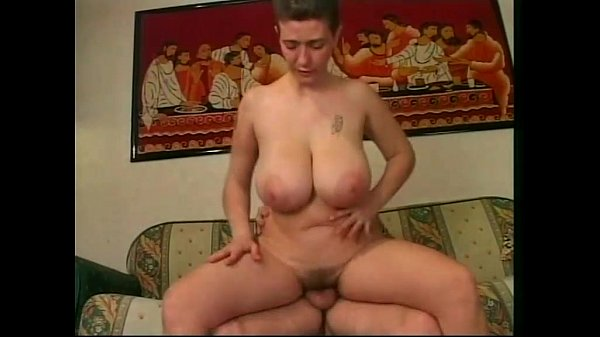 Amateur Bouncing Natural Boobs