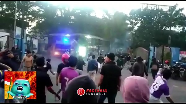 BAKU HANTAM SUPORTER LIGA INDONESIA PART 1 (PERSIK vs PSIM)