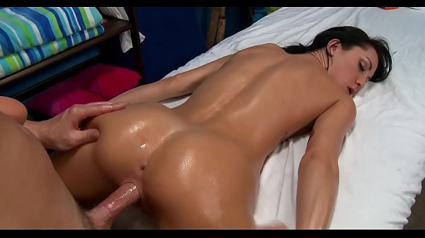 Handsome boyfrend plays with cookie and then fucks her well