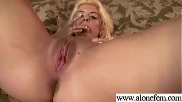 Amteur Sexy Girl Having Sex Toys Pleasure On Cam vid-17