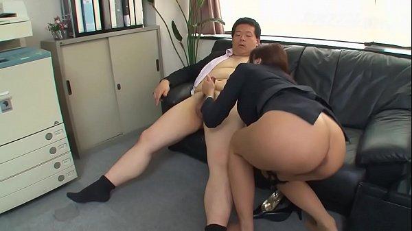 【免費A片】老闆最喜歡這樣的女職員-12:01