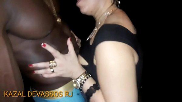 CHRIS DEVASSA   Saboreando uma rola preta e grossa do jeito que ela curte Thumb