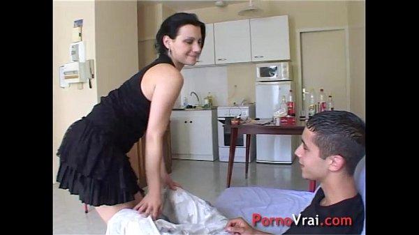 Порно видео девки трахаются за стенкой