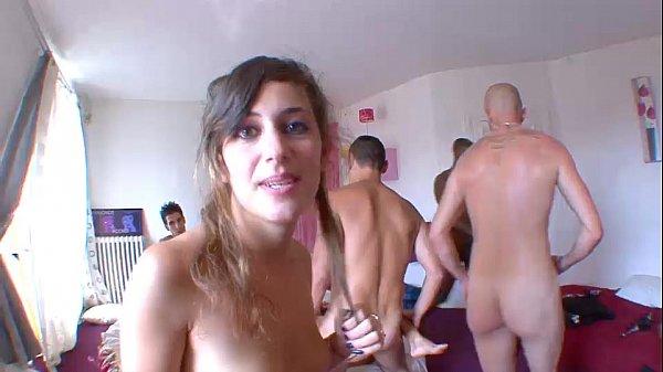 Elle ejacule et se fait sodomiser par tous les gars french amat