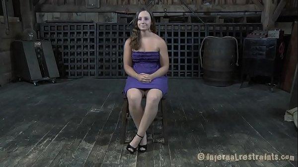 Девушка дрочит большой пенис