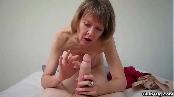 סרטי סקס clubtug-Naughty granny POV handjob