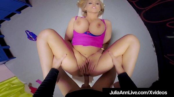 Порно трахнул блондинку враздевалке