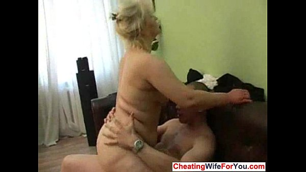 Fat mature wife cheat in the morning Thumb