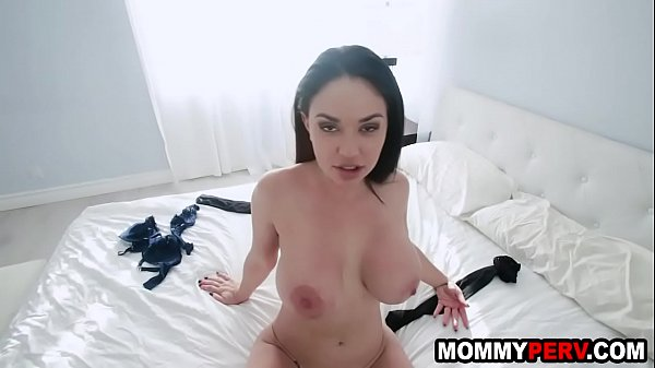 Jealous milf mom tells her son to break up with his girlfriend Thumb