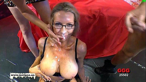 סרטי סקס American MILF Emma Starr first German bukkake
