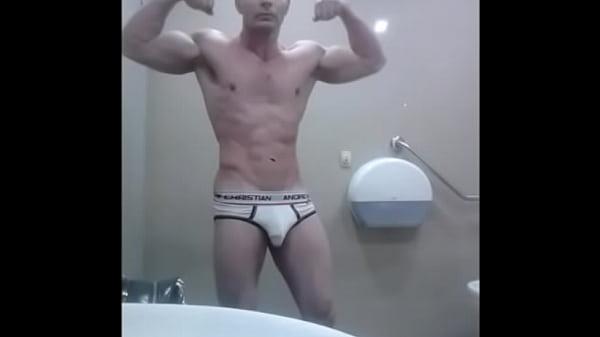 2018-12-29 00:31:20 - Solo Boy Flex Locker Room White Briefs Muscle Bulge Video Zak Rogerz 32 sec  http://www.neofic.com