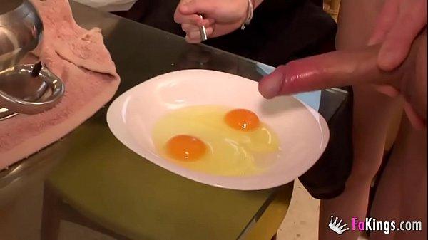 Ainara loves eating cum omelettes for breakfast Thumb