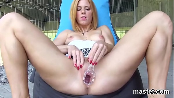 Foxy czech sweetie gapes her juicy cunt to the strange