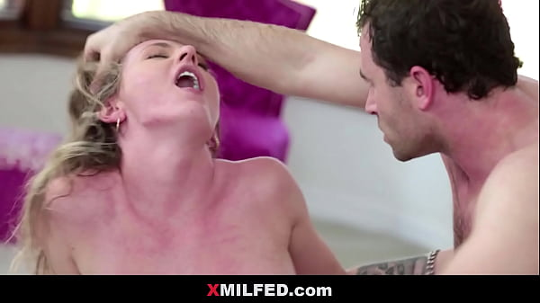 Fixing My New Stepmom in Bed - XMILFED.com