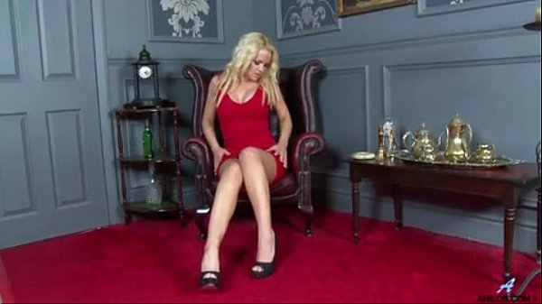 Bigtit milf toys her craving cunt