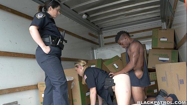 Сексуальные менты в чёрных колготках