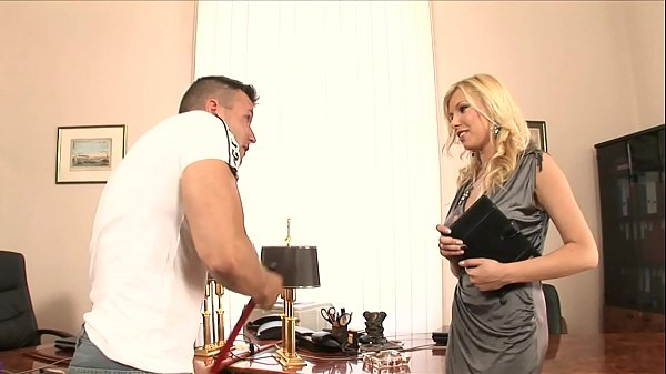 Horny babe Donna Bell takes advantage of her hot employee Thumb
