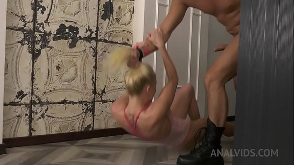 Little gymnast Lara Frost gets fucked hard by four dicks NRX043 Thumb