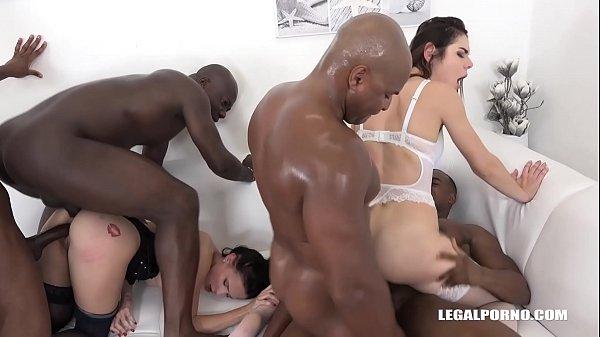 Interracial orgy makes Nicole Love & Jessica Bell orgasm on black cocks Thumb