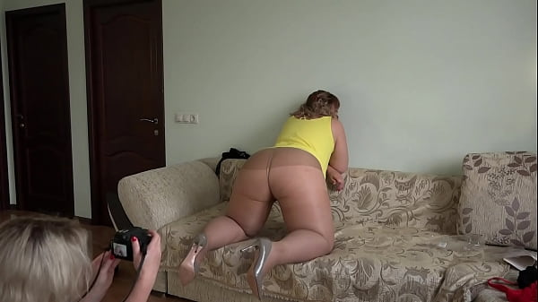 A beautiful BBW with a juicy PAWG and a hairy pussy in nylon tights poses for a photoshoot, and a girlfriend takes pictures of her. Homemade foot fetish behind the scenes.