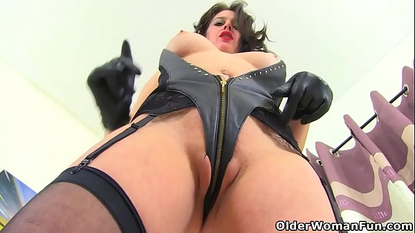 English milf Leah needs to satisfy her hungry c...