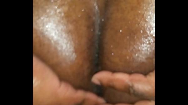 Черная баба орет от порева