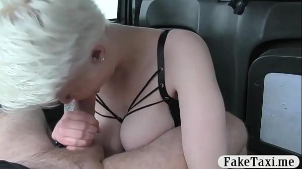 Short blonde hair babe banged in the cab Thumb